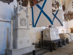 tuomiokirkko hautamuistomerkit