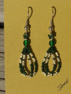 helmikorvakorut, bead earrings 1
