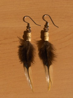 sulkakorvikset 2 feather earrings