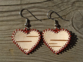 tuohikorvakorut vp-pun, birch bark earrings pink-red
