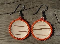 tuohikorvikset oranssi pyorea, birch bark earrings orange round