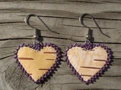 tuohikorvakorut lila sydan, birch bark earrings purple heart? kopio (2)