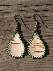 tuohikorvikset vihrea pisara, birch bark earrings green drop
