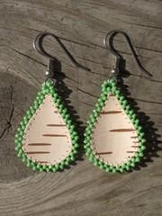 tuohikorvikset v.vihrea pisara, birch bark earrings lt green drop