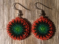 helmikirjotut korvakorut punavihrea - beaded earrings red-green