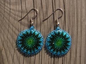helmikirjotut korvakorut turkoosi-vihrea - beaded earrings turquoise-green