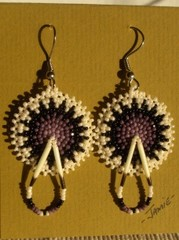 helmikirjotut korvakorut 8 lila-mustavalk. - beaded earrings purple-white-black