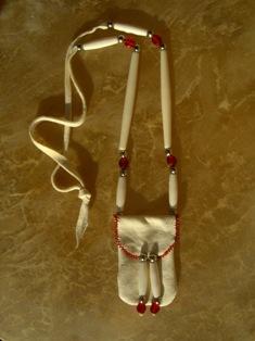 amulettikukkaro peuranluu  - medicine bag deer bone 4