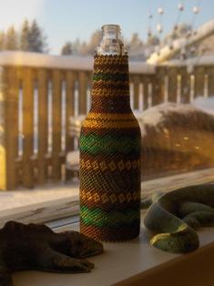 helmikirjottu pikkupullo  beaded bottle