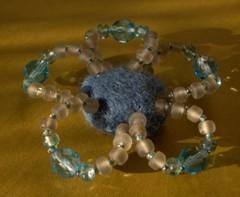 kukkamagneetti sini-harmaa