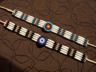 aidot intiaanikorut - chokers with rosette
