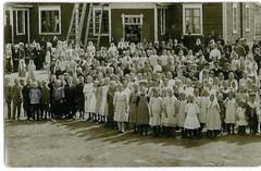 Marttilan koulun koululaisia