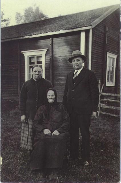 1930_hedvig_wiik_ja_tytar_ja_matti-poika