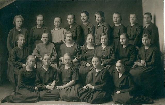 Tuntemattomia naisia ompelukurssilla