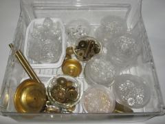 3002 Theresia -kruunun osia ja kristalleja