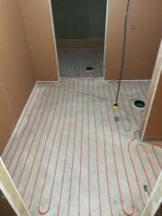 Pesuhuoneen lattialämmitys
