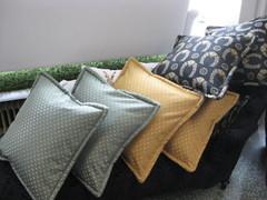 tyynyjä tilauksesta