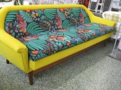 60-luvun keltainen sohva