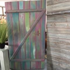 vanhoja ovia myös maalattuina liikkeestä..