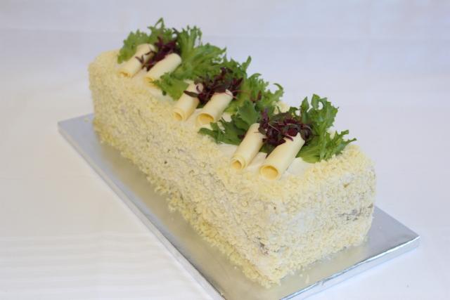 Juusto-kasvisvoileipäkakku