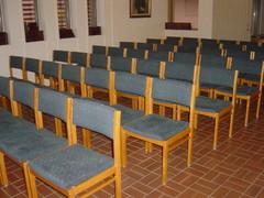 seurakuntasalin_tuolit