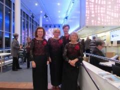 Ennen konserttia: Leni, Anna-Liisa, Helena, Mirja