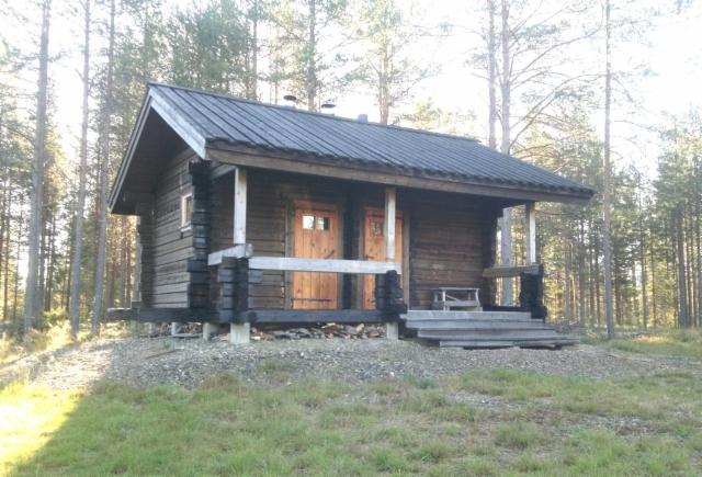 Perinteisesti rakennettu sauna Uimaniemi