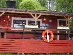 Ison saunan terassi järveltä käsin