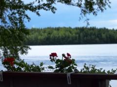 Näkymä saunaterassilta järvelle