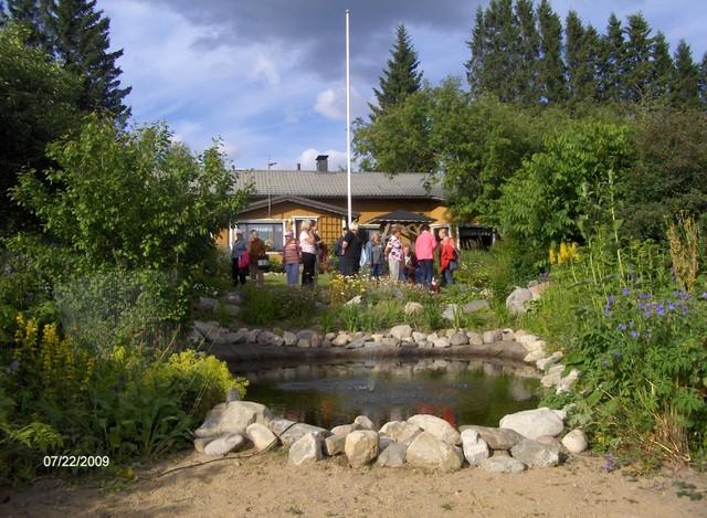 Pihakierroksella Lisitsinin pihalla kesällä 2009