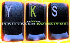 yks-tausta-logolla