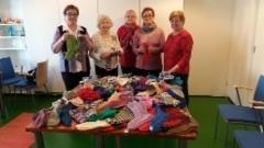 Verkon vapaaehtoiset kutoivat villasukkia kuurosokeille 2017.